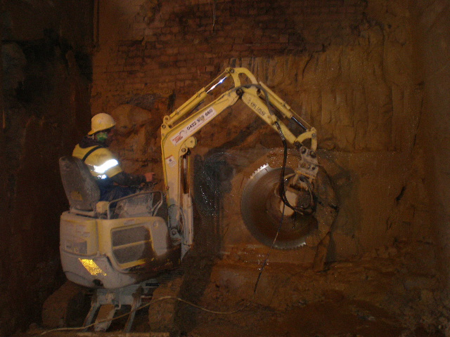 Saw Back Wall : Excavation contractors in sydney northern beaches