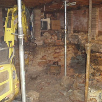 Underpinning walls with 2 Tonne Excavator