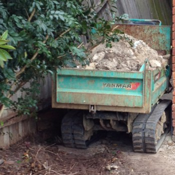 Track mounted dumper – tight access